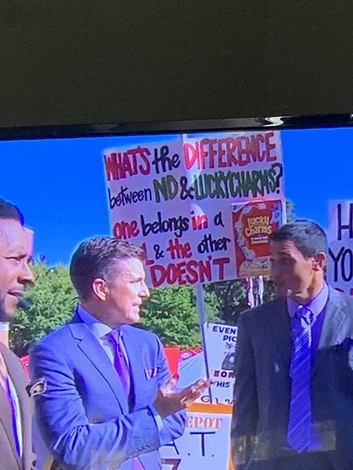 Funniest College GameDay Signs (25 Photos)-23